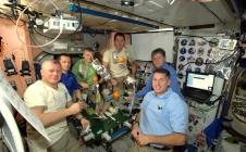 Proxima : Peggy Whitson effectue des travaux de maintenance dans l'ISS